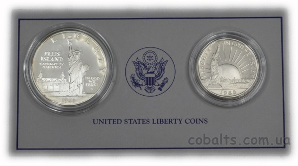 С монетами в комплекте идет сертификат. Бархатный футляр с монетами хранится в плотной картонной коробочке.