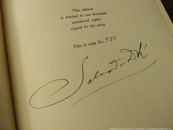 Издание ограничено тиражом 1000 экземпляров и подписано художником